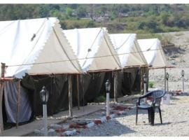 Junky Yard Camps next to Heaven river, Ришикеш (рядом с городом Bijni)
