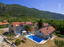 Villa Roglic with pool in Dalmatian Hinterland