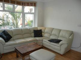 Beautiful 5 Bedroom House Hendon, Hendon