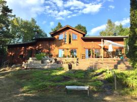Wonderful wodden house at a lake and close to Stockholm archipelago