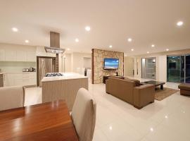 Beautiful Burleigh Home, Gold Coast (Burleigh Waters yakınında)