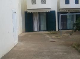 Genny's 3-Bed Apartment, Magoúla (рядом с городом Элевзин)