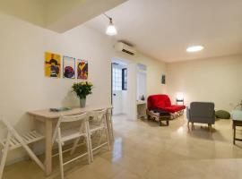 Cozy Apartment in the Carmel Center