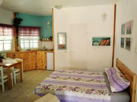 Jordan Valley one room apartment, Menaẖemya (рядом с городом Afiqim)