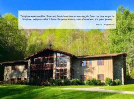 The Hive Lodge-with views of the Smokies, Whittier (in de buurt van Bryson City)