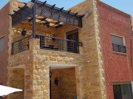 El Karam & Jood Chalets, Al Baḩḩāth (Shūnat Nimrīn yakınında)