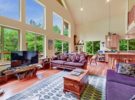 Little Bear Lodge - Three Bedroom Home, Skykomish