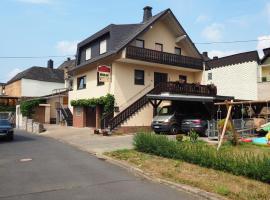 Ferienweingut Gerhard Lenz, Ellenz-Poltersdorf (Briedern yakınında)