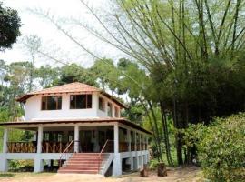 6 BHK Cottage in Periyur village, Kodaikanal(1CB0), by GuestHouser, Pāchchalūr (рядом с городом Ayyampālaiyam)