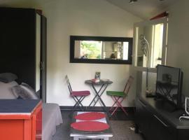 maison studio avec jardin, Le Plessis-Trévise (рядом с городом La Queue-en-Brie)