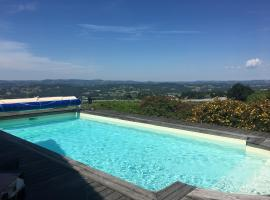 Maison avec piscine et vue panoramique, Allassac (рядом с городом Estivaux)