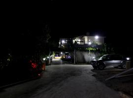 George's Villa, Perakhorio