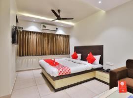 OYO 16122 Hotel Navya Palace, Daman (рядом с городом Marwad)