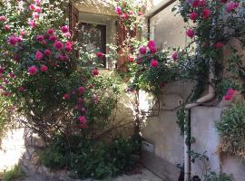 Provence, Luberon, La Cocoune, NID, au coeur du village perché rural, Oppedette (рядом с городом Vachères)