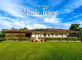 Finca Hotel Santa Teresa, Pueblo Tapao (La Suiza yakınında)