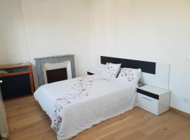Chambre confortable dans la maison avec un jardin, Livarot (рядом с городом Le Mesnil-Durand)