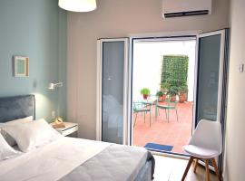Central Athens Flat With a Patio