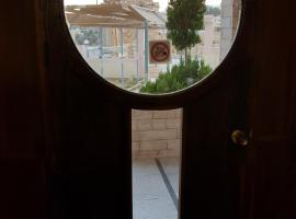 Hadrian's Gate Hotel, Jerash