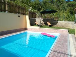 villa oasi relax, Manziana (Sambuco yakınında)