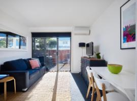 Colourful and Funky Apartment in Flemington, Melbourne (Ascot Vale yakınında)