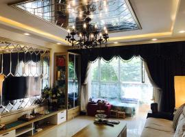 Chengde Deluxe American Style Apartment