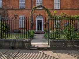 The Ultimate House Sleeps 30, Манчестер (рядом с городом Солфорд)
