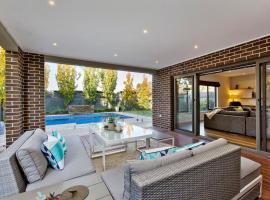 Hampton Haven with pool, Melbourne (Moorabbin yakınında)