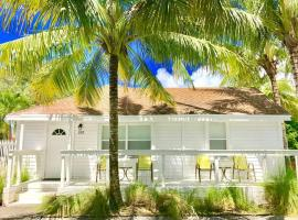 Grove Bay Bungalow - 2BD/2BA Gated Cottage-Walk To Bay - Sleeps 4