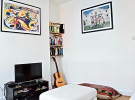 Modern 2 Bedroom Flat in Chalk Farm, Лондон (рядом с городом Highgate)