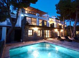Charming appartment with a private swimming pool in a large villa