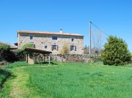 The Goldy's Farm - Ferme de la Combe, Saint-Jeure-d'Ay (рядом с городом Cheminas)