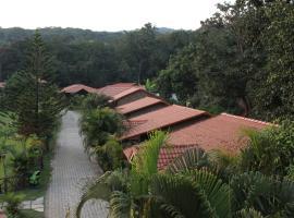 Shangri La Jungle Resort, Castle Rock (рядом с городом Collem)