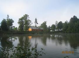 Gîte devant un lac de 2 hectares poissonneux au milieu des bois, Florennes (Stave yakınında)