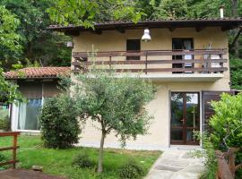 La casa nel bosco, Castellar (Isasca yakınında)