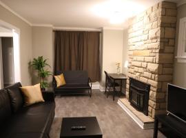 Comfortable Convenience House near Rideau Canal & University