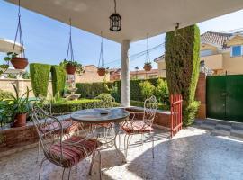 Chalet acogedor con piscina muy cerca de Granada