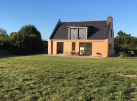 Maison rénovée en 2018 au bord de la mer et au calme sur un grand terrain sans vis à vis, Trévou-Tréguignec (рядом с городом Boudilleau)