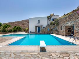 Cycladic villa w/ huge pool and magnificent view!, Ioulida