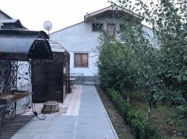 Qarashamb guest house, Arzni