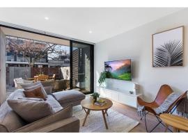 Superb courtyard apartment in Hawthorn East, Melbourne (Camberwell yakınında)