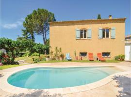 Three-Bedroom Holiday Home in St-Hilaire-d'Ozlihan, Saint-Hilaire-d'Ozilhan