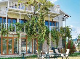 Three-Bedroom Holiday Home in Kosharica