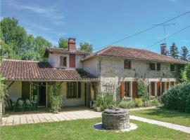 Four-Bedroom Holiday Home in Ambernac, Ambernac (рядом с городом Manot)