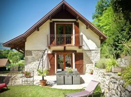 Chambres d'hôtes des lodges de la Cascade, Yenne (рядом с городом La Balme)