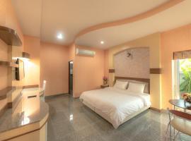 Martina Hotel Surin