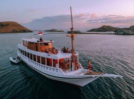 IslandTrip Komodo Boat