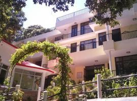 1 BR Boutique stay in Majkhali, Ranikhet (0218), by GuestHouser, Chaubattia
