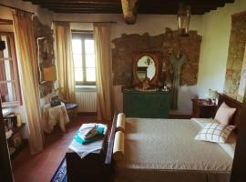 Room in old castle, Collebaldo (Greppoleschieto yakınında)