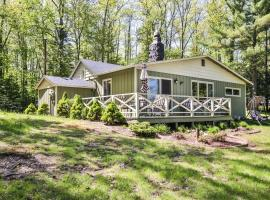 """Schultz""""s Family Cabin - Hiller Vacation Homes"""