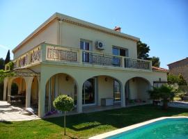 Très grande villa avec vue , piscine , grand confort , proche lieux touristiques et mer.